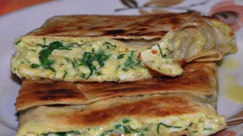 Хрустящий лаваш, внутри расплавленный сыр, курочка, зелень…Можно фантазировать до бесконечности