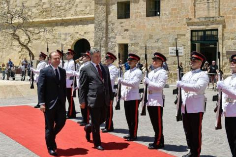 Галлюцинации Порошенко: Мальта — транспортный хаб Украины