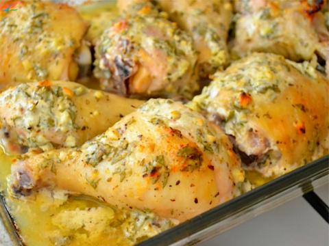 Курица по-гречески - идеальное блюдо для семейного ужина, готовится практически само!