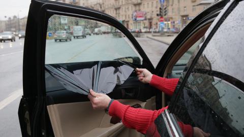 Российских водителей начали арестовывать за тонировку