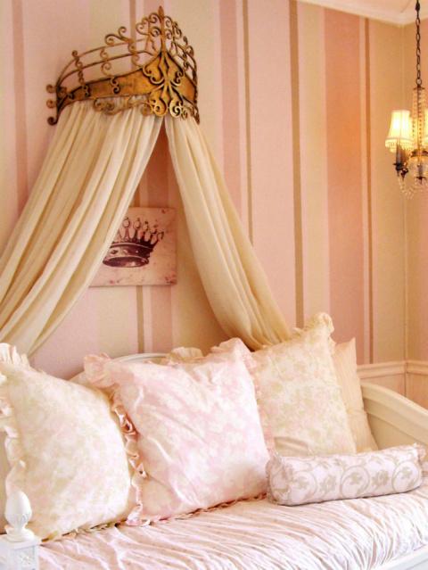 15 кроватей с балдахинами дл…