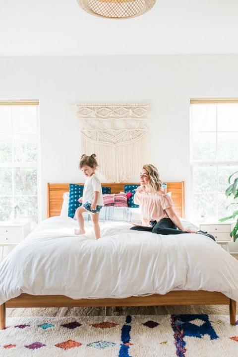 Хорошая идея: яркая спальня …