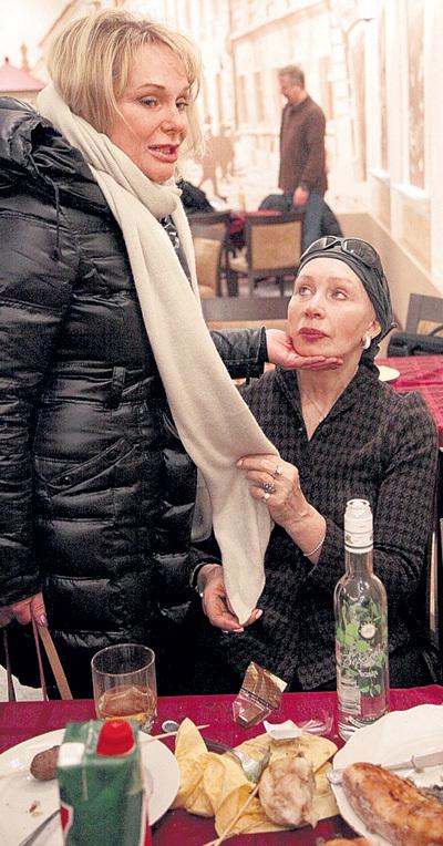 Вдову Евстигнеева вытащила из петли Татьяна Васильева