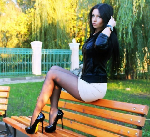 Девушки со стройными ногами (23 фото)