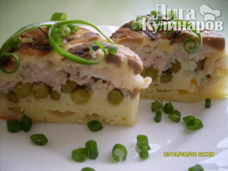 Слоеный пирог с курицей, грибами и рисом