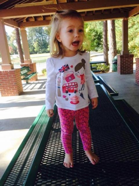 Избалованная 4-летняя девочка обратилась к незнакомцу: Привет, старый!. Вот как он ей ответил!