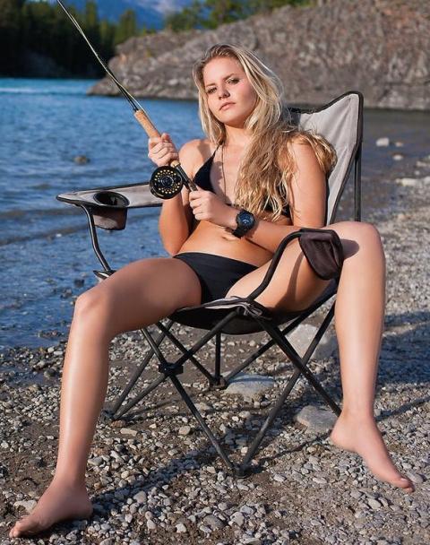 Женщина которая умеет ВСЕ!!! Даже крутить КАТУШКУ! (Девушка на рыбалке)