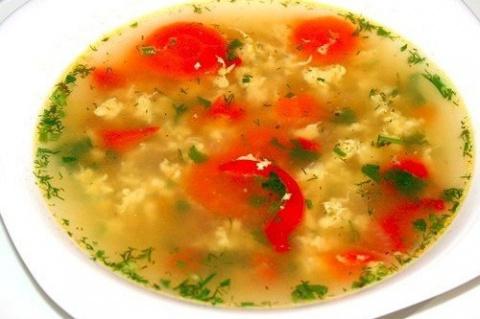 Простой куриный суп с яйцом