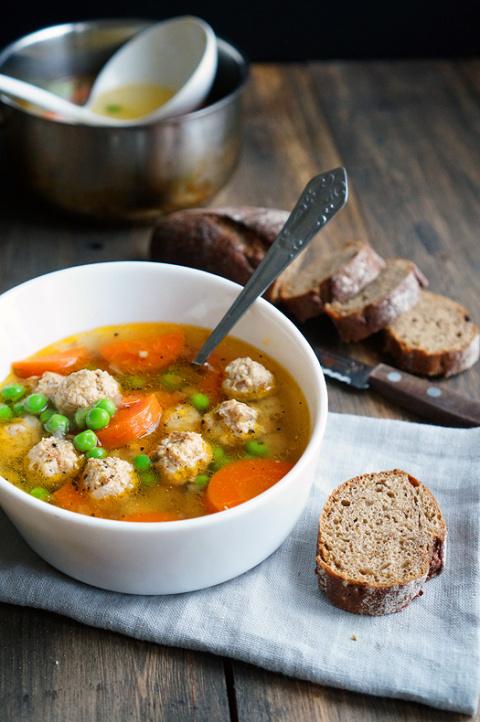 Прозрачный суп с куриными фр…