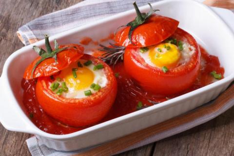 Яичница в помидорах. Простой…