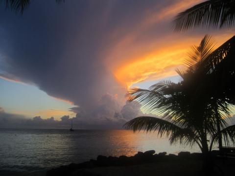 Закат на острове Тобаго
