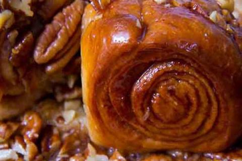 Медовые булочки с орехами и корицей