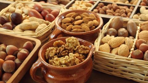 Как много можно съесть орехов, чем они полезны и кому противопоказаны?