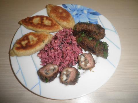 Крученники из печени с грибами и яйцами