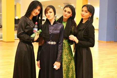 Как живется девушкам в Чечне…
