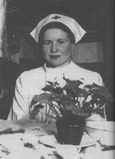 Эта женщина живьем укладывала детей в гробы