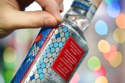 Новогодняя нано-водка в змеином дизайне