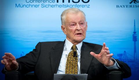Бжезинский ищет способ сохранить позиции США за счет России и Китая