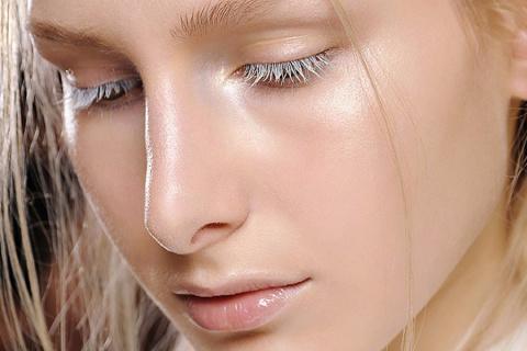 Прощай бронзер! Стробинг — новый тренд в макияже