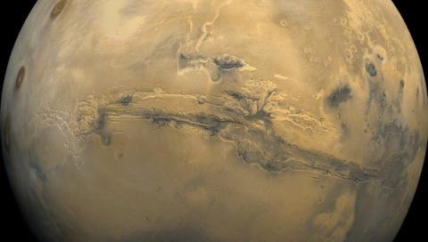 Марс максимально сблизится с…