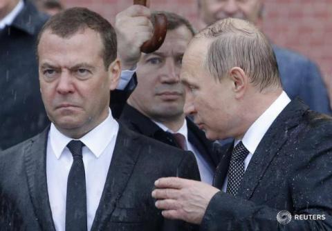 Мокрый Медведев развеселил с…