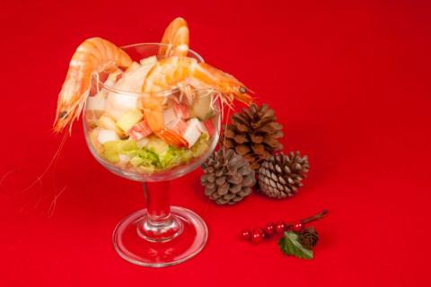 Новогодние рецепты: Салат-коктейль из крабовых палочек