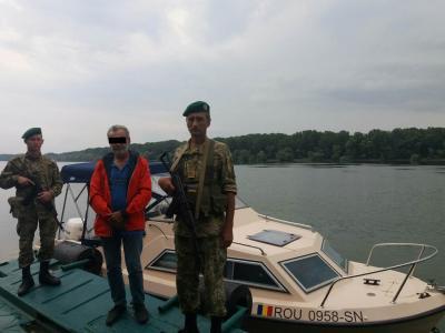 Украинские пограничники задержали катер с румынами, заявившими, что заблудились в устье Дуная