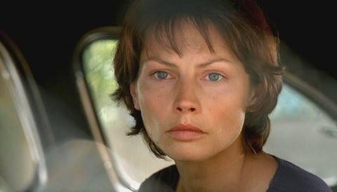 Звезда фильма «Водитель для Веры» сменила цвет волос и превратилась в ослепительную красотку