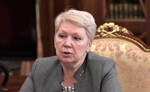 Министр образования РФ проко…