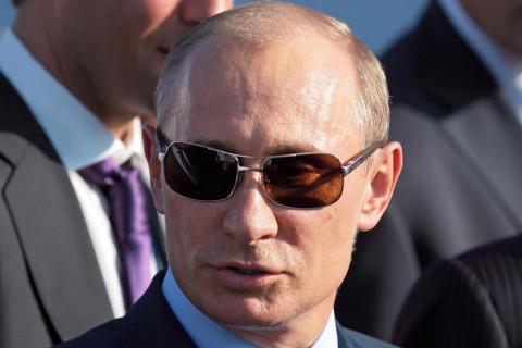 Владимир Путин следит за мах…