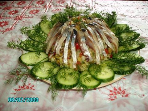 Салат овощной с селёдкой