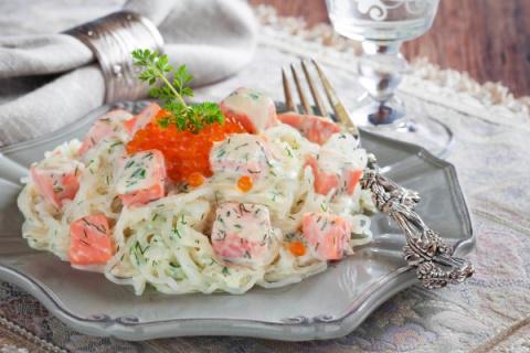 Лапша с лососем в сливочном соусе