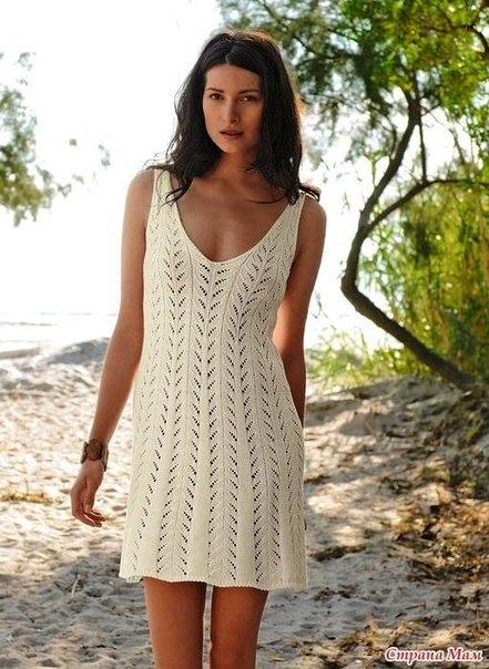 Простое ажурное платье спицами
