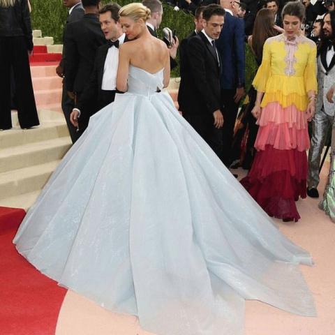 Платье этой актрисы заставил…