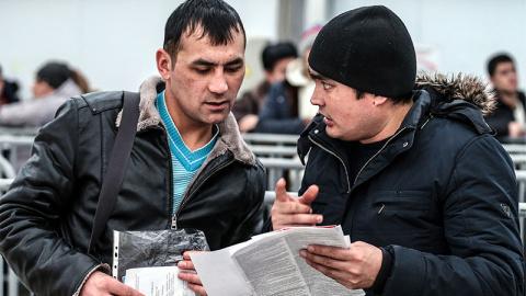 Нелегальных мигрантов отправ…