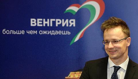 Глава МИД Венгрии плюнул в л…