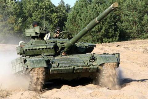 Киев стягивает танки к грани…