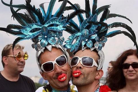 Германия реабилитировала гее…