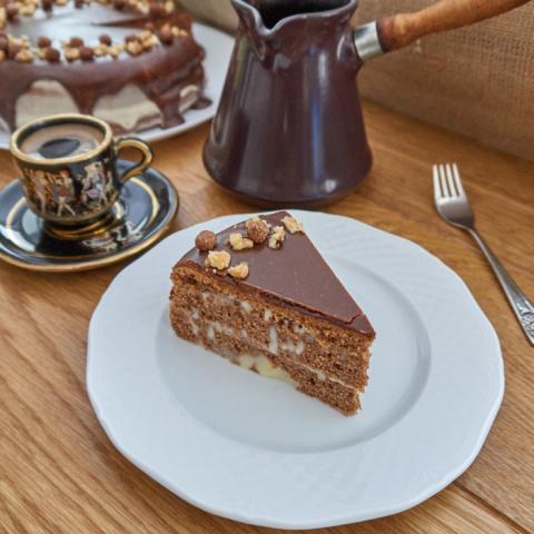 Шоколадный торт с зефирным кремом и шоколадной глазурью