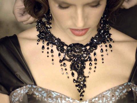 Изюминка романтичного образа — винтажная бижутерия