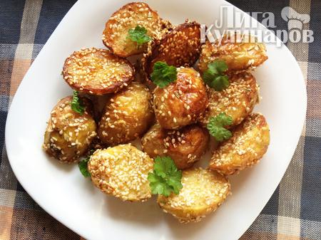 Картофель запеченный с кунжутом