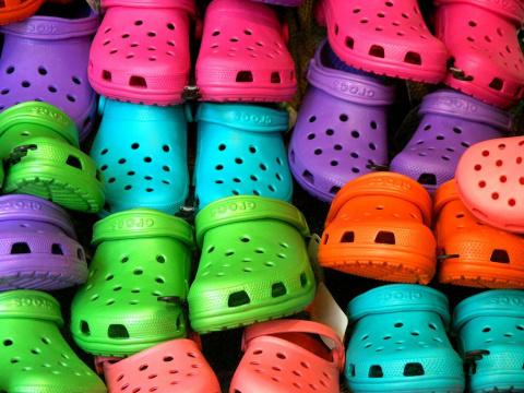 Crocs решил показать сексуальность резиновой обуви