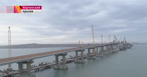 На мосту через Керченский пролив установили все опоры автодорожной части.