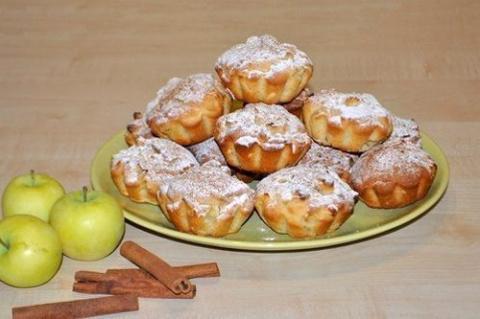 Нежные яблочные кексы с корицей