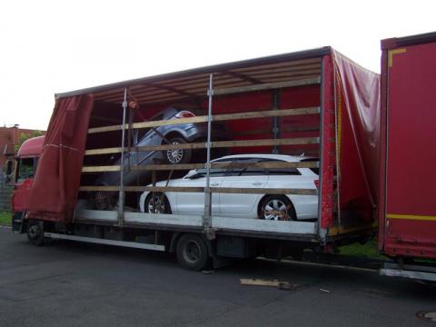 В Польше перевозчик легковых автомобилей проявил смекалку
