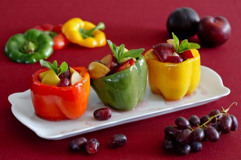 Перцы  фаршированные  фруктами в мультиварке