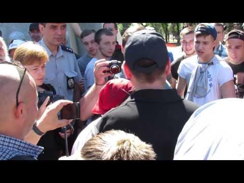 В Днепропетровске женщину оштрафовали за георгиевскую ленту