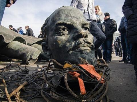 Почему  укропы  боятся  Ленина  или суть  декоммунизации
