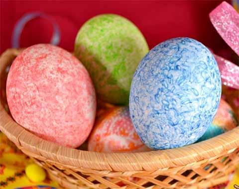 Пасхальные яйца, крашенные ц…