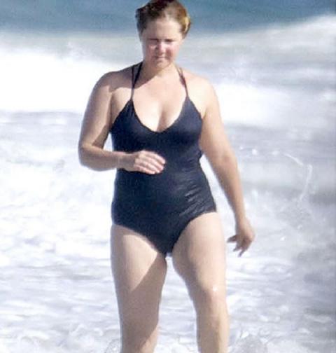 Фото этой женщины в купальни…